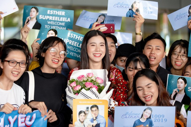 Mỹ nhân Esther Supreeleela xinh đẹp nổi bật tại sân bay Tân Sơn Nhất, sẵn sàng cho buổi công chiếu Thách Yêu 2 Năm - Ảnh 4.