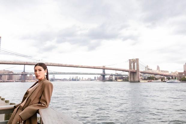 Minh Tú diện áo bé xíu khoe triệt để vòng một và cơ bụng nóng bỏng, tự tin sải bước tại kinh đô thời trang New York - Ảnh 7.