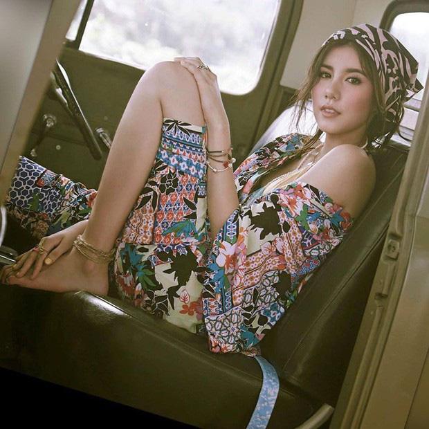 Mỹ nhân Esther Supreeleela xinh đẹp nổi bật tại sân bay Tân Sơn Nhất, sẵn sàng cho buổi công chiếu Thách Yêu 2 Năm - Ảnh 7.