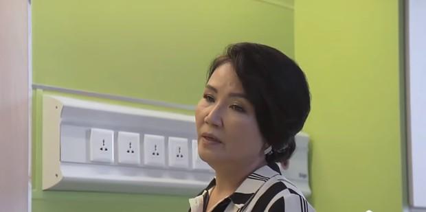 3 bà mẹ chồng thay con dâu xử tiểu tam trên màn ảnh Việt: Bà Hồng (Hoa Hồng Trên Ngực Trái) đã cao tay nhất? - Ảnh 1.