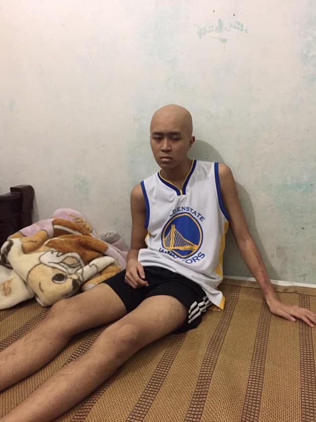 Bất ngờ bắt gặp hình ảnh Nguyễn Thanh Tùng, chàng trai bị dính căn bệnh ung thư xương quái ác tại Game 2 VBA Finals 2019 - Ảnh 2.