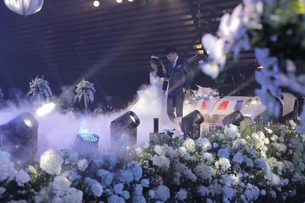 3 bộ váy cưới trị giá 700 triệu của ái nữ nhà Minh Nhựa: Áo dài có thể tiết kiệm nhưng váy cưới phải xa hoa bậc nhất - Ảnh 1.