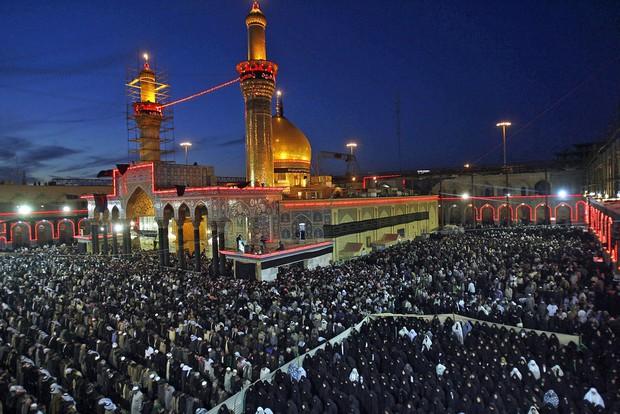 Giẫm đạp kinh hoàng tại đền thờ Iraq, hàng chục người thiệt mạng - Ảnh 1.