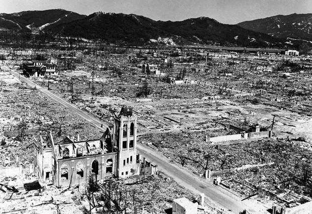 Ám ảnh cảnh trái ngược nhau ở Hiroshima trước và sau khi bị ném bom - Ảnh 16.
