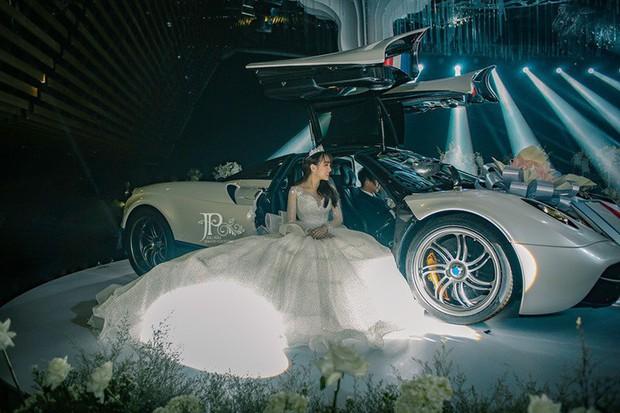 3 bộ váy cưới trị giá 700 triệu của ái nữ nhà Minh Nhựa: Áo dài có thể tiết kiệm nhưng váy cưới phải xa hoa bậc nhất - Ảnh 2.