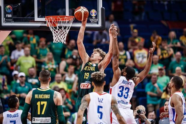 Kết quả ngày thi đấu 9/9 FIBA World Cup 2019: Cầu thủ xuất sắc nhất NBA 2019 về nước sớm, đội tuyển Mỹ thể hiện sức mạnh khủng khiếp - Ảnh 3.