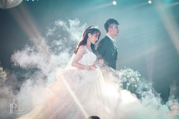 3 bộ váy cưới trị giá 700 triệu của ái nữ nhà Minh Nhựa: Áo dài có thể tiết kiệm nhưng váy cưới phải xa hoa bậc nhất - Ảnh 3.