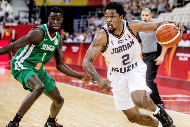 Kết quả ngày thi đấu 9/9 FIBA World Cup 2019: Cầu thủ xuất sắc nhất NBA 2019 về nước sớm, đội tuyển Mỹ thể hiện sức mạnh khủng khiếp - Ảnh 4.