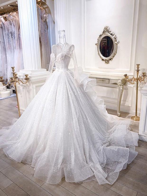 3 bộ váy cưới trị giá 700 triệu của ái nữ nhà Minh Nhựa: Áo dài có thể tiết kiệm nhưng váy cưới phải xa hoa bậc nhất - Ảnh 4.