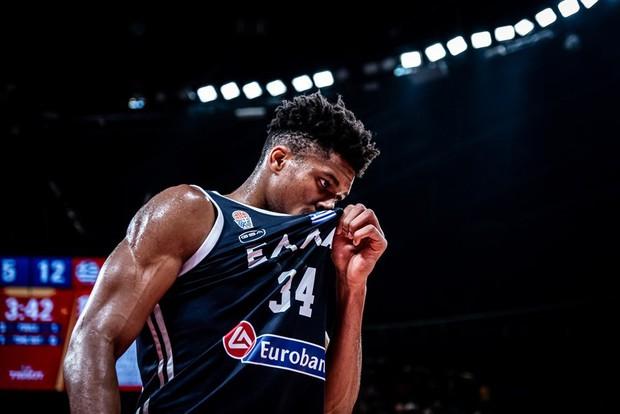 Kết quả ngày thi đấu 9/9 FIBA World Cup 2019: Cầu thủ xuất sắc nhất NBA 2019 về nước sớm, đội tuyển Mỹ thể hiện sức mạnh khủng khiếp - Ảnh 5.