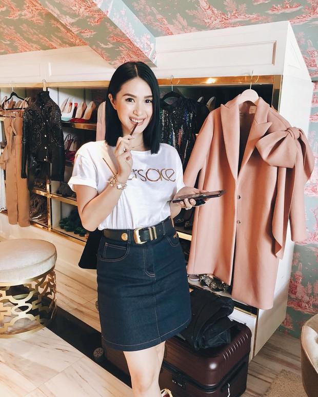Vị phu nhân thượng nghị sĩ - bạn thân Hà Tăng có cách diện áo phông trắng rất sang xịn, nàng công sở nên học theo ngay - Ảnh 6.