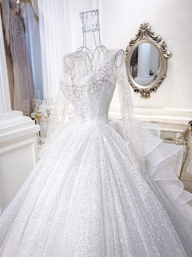 3 bộ váy cưới trị giá 700 triệu của ái nữ nhà Minh Nhựa: Áo dài có thể tiết kiệm nhưng váy cưới phải xa hoa bậc nhất - Ảnh 5.
