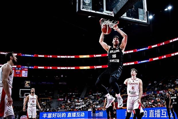Kết quả ngày thi đấu 9/9 FIBA World Cup 2019: Cầu thủ xuất sắc nhất NBA 2019 về nước sớm, đội tuyển Mỹ thể hiện sức mạnh khủng khiếp - Ảnh 6.