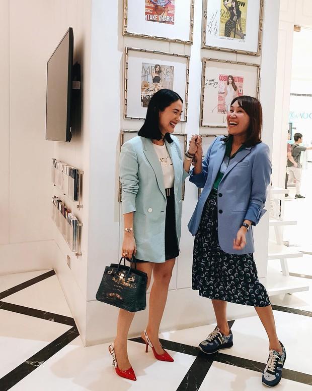Vị phu nhân thượng nghị sĩ - bạn thân Hà Tăng có cách diện áo phông trắng rất sang xịn, nàng công sở nên học theo ngay - Ảnh 8.