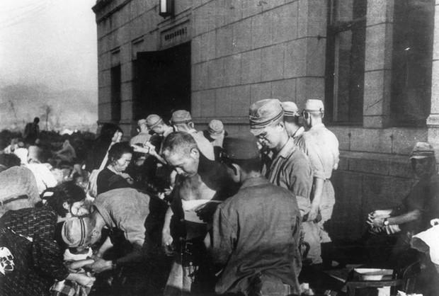 Ám ảnh cảnh trái ngược nhau ở Hiroshima trước và sau khi bị ném bom - Ảnh 9.