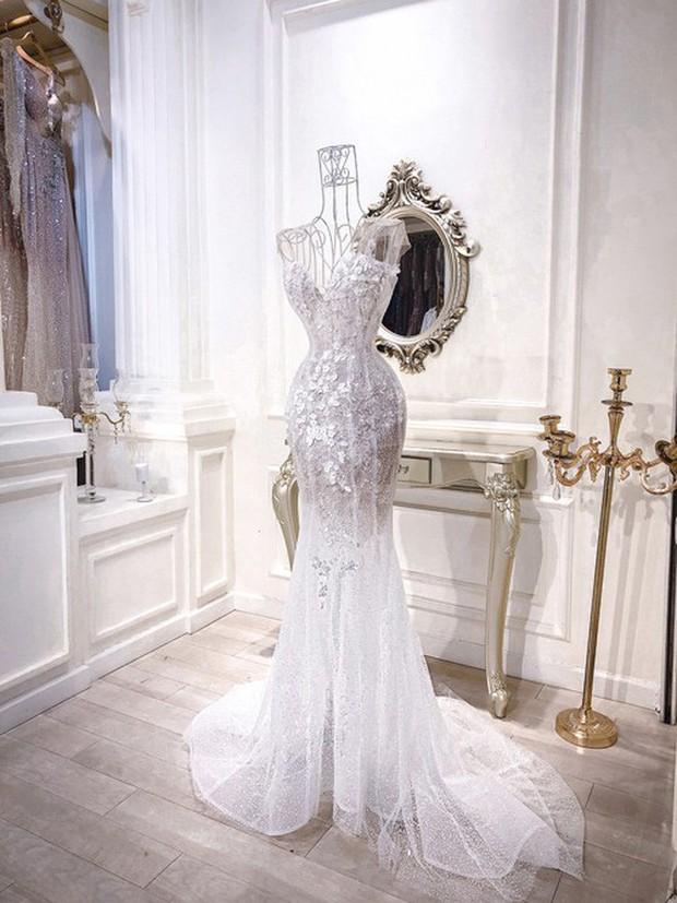 3 bộ váy cưới trị giá 700 triệu của ái nữ nhà Minh Nhựa: Áo dài có thể tiết kiệm nhưng váy cưới phải xa hoa bậc nhất - Ảnh 9.