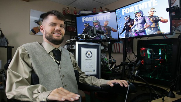 Tàn nhưng không phế: Game thủ bị liệt toàn thân nghĩ ra cách chơi game bằng miệng và lập luôn 2 kỉ lục Guinness thế giới - Ảnh 3.