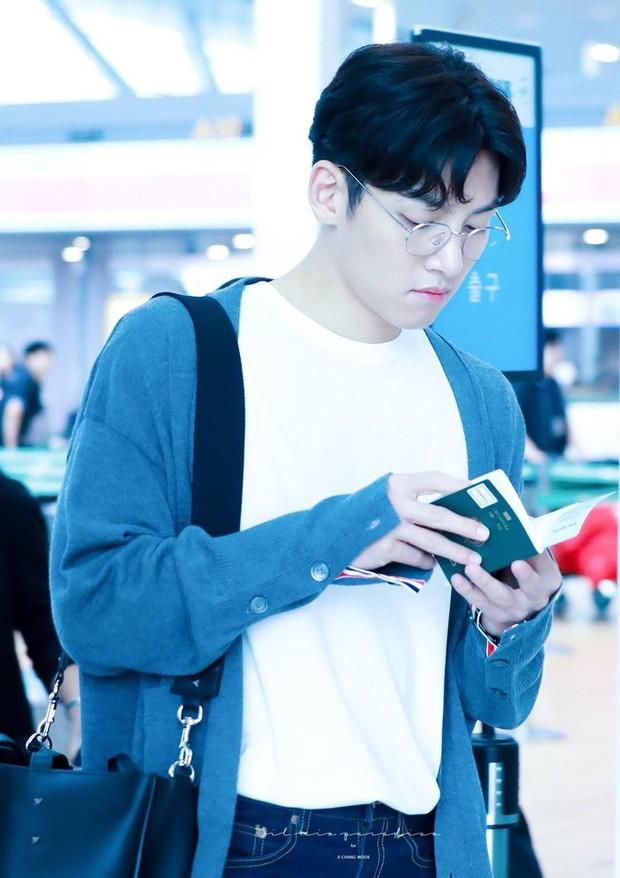 Ji Chang Wook quá bảnh, lộ góc nghiêng cực phẩm dù chật vật thoát khỏi biển fan đông đến nghẹt thở tại sân bay Tân Sơn Nhất - Ảnh 13.