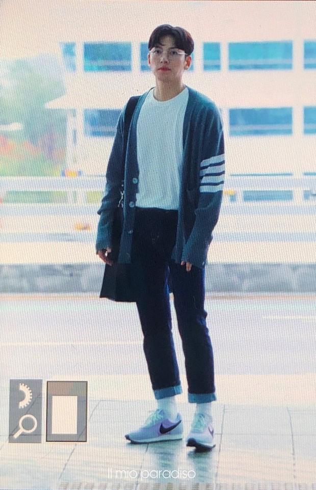Ji Chang Wook quá bảnh, lộ góc nghiêng cực phẩm dù chật vật thoát khỏi biển fan đông đến nghẹt thở tại sân bay Tân Sơn Nhất - Ảnh 15.