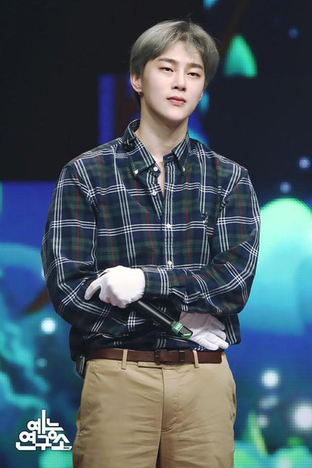 Cựu thí sinh Produce 101 từng bị xua đuổi gây bất ngờ khi xuất hiện trong show hát mặt nạ - Ảnh 1.