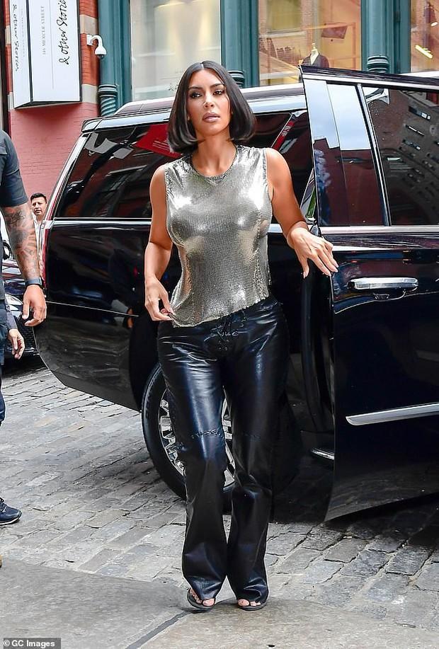 Ai ngờ thánh giật spotlight Kim Kardashian có ngày lu mờ hoàn toàn trước em gái Kendall Jenner thế này - Ảnh 7.