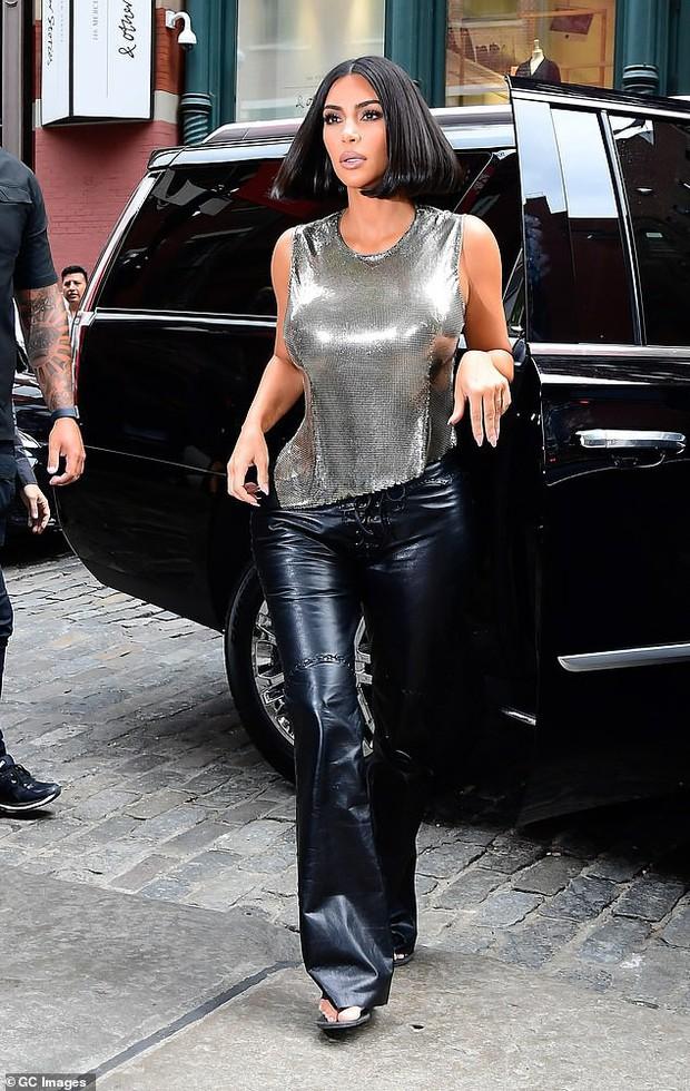 Ai ngờ thánh giật spotlight Kim Kardashian có ngày lu mờ hoàn toàn trước em gái Kendall Jenner thế này - Ảnh 6.