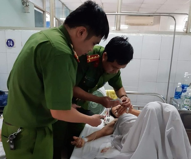 Công an Đà Nẵng vào tận bệnh viện làm CMND cho bệnh nhân cấp cứu để được hưởng BHYT - Ảnh 1.