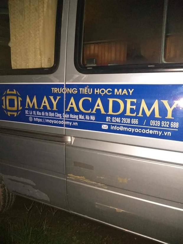 Vụ tài xế chết trong xe đưa đón học sinh: Nạn nhân cầm kim tiêm, có vết chích ở tay - Ảnh 1.