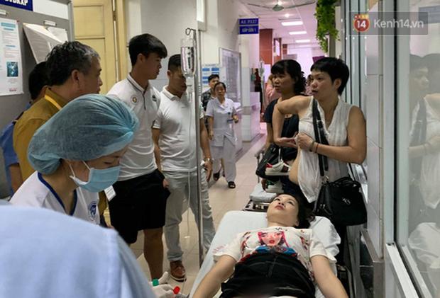 CLB Hà Nội chi toàn bộ viện phí cho nữ CĐV bị bỏng nặng vì trúng pháo - Ảnh 2.