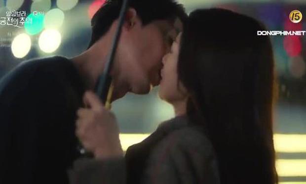 Ảnh cũ hot lại: Hyun Bin bị tóm sống nhìn Park Shin Hye đắm đuối ở hậu trường Hồi Ức Alhambra? - Ảnh 6.