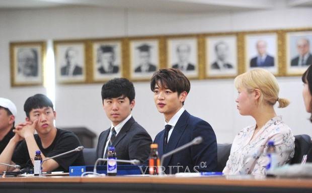 Trường đại học hot hit xứ Hàn hội tụ toàn idol, diễn viên hạng A: Mỹ nam BTS quá đỉnh, Lee Min Ho và Changmin cùng ngành - Ảnh 4.