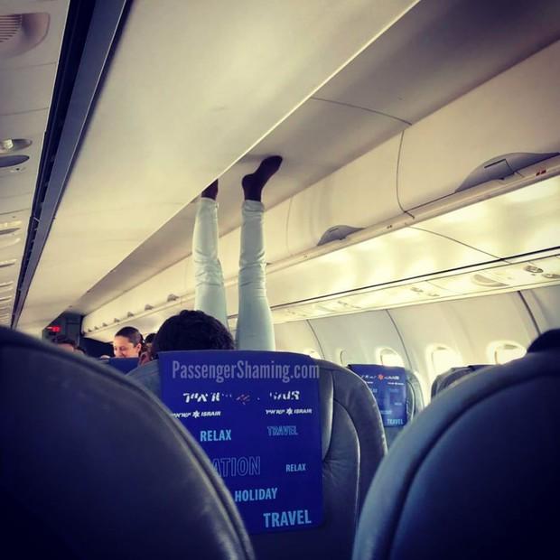 """Đi máy bay mà cứ hồn nhiên như ở nhà mình, loạt hành khách này đích thị là những kẻ """"tạo nghiệp"""" tài ba! - Ảnh 13."""