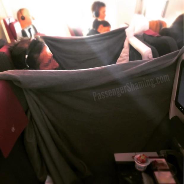 """Đi máy bay mà cứ hồn nhiên như ở nhà mình, loạt hành khách này đích thị là những kẻ """"tạo nghiệp"""" tài ba! - Ảnh 11."""