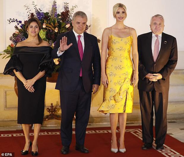 Ivanka Trump ngày một nhuận sắc, gợi cảm chết người trong chiếc váy hai dây sang chảnh, khiến đấng mày râu phải liếc nhìn - Ảnh 1.