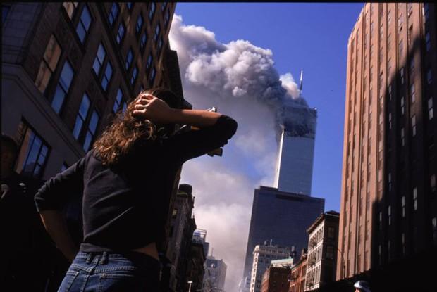 Nhìn lại những khoảnh khắc ám ảnh kinh hoàng trong vụ khủng bố 11/9 - Ảnh 1.