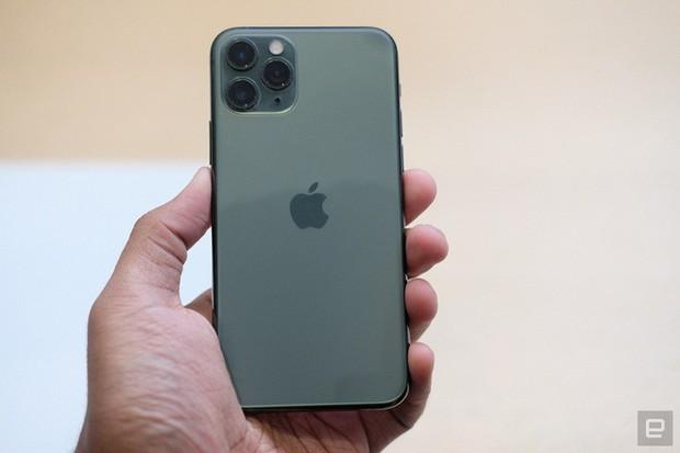 Cận cảnh iPhone 11 Pro và 11 Pro Max: Mặt lưng kính mờ, cụm camera lạ lẫm, không thực sự nhiều cải tiến - Ảnh 4.