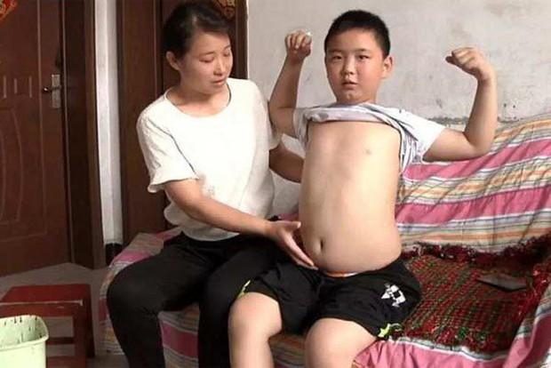 Tăng 18kg trong 3 tháng, cậu bé phấn đấu được béo phì chỉ để làm một việc khiến cả châu Á rơi nước mắt xúc động - Ảnh 1.