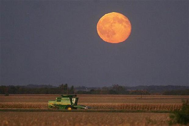 Mặt trăng hiếm sẽ xuất hiện vào thứ sáu ngày 13 - Ảnh 2.