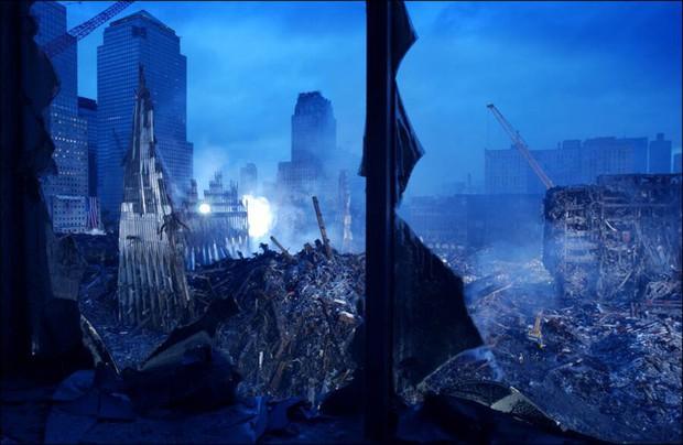 Nhìn lại những khoảnh khắc ám ảnh kinh hoàng trong vụ khủng bố 11/9 - Ảnh 11.