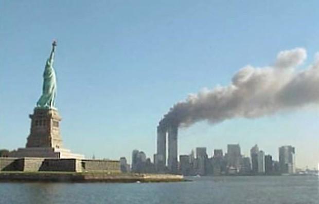 Nhìn lại những khoảnh khắc ám ảnh kinh hoàng trong vụ khủng bố 11/9 - Ảnh 16.