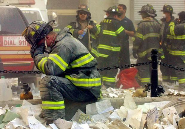 Nhìn lại những khoảnh khắc ám ảnh kinh hoàng trong vụ khủng bố 11/9 - Ảnh 17.