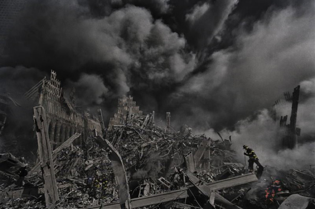 Nhìn lại những khoảnh khắc ám ảnh kinh hoàng trong vụ khủng bố 11/9 - Ảnh 19.