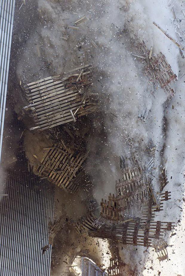 Nhìn lại những khoảnh khắc ám ảnh kinh hoàng trong vụ khủng bố 11/9 - Ảnh 20.