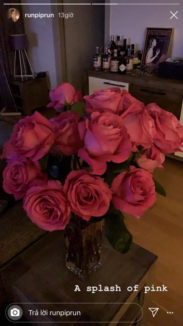Yêu Phillip Nguyễn giàu nứt đố đổ vách, Linh Rin lại vui cả ngày khi thiếu gia tặng 1 bó hoa: Đẳng cấp chiêu dụ lòng người ở phía sau! - Ảnh 3.