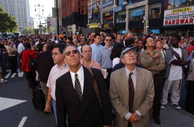 Nhìn lại những khoảnh khắc ám ảnh kinh hoàng trong vụ khủng bố 11/9 - Ảnh 5.
