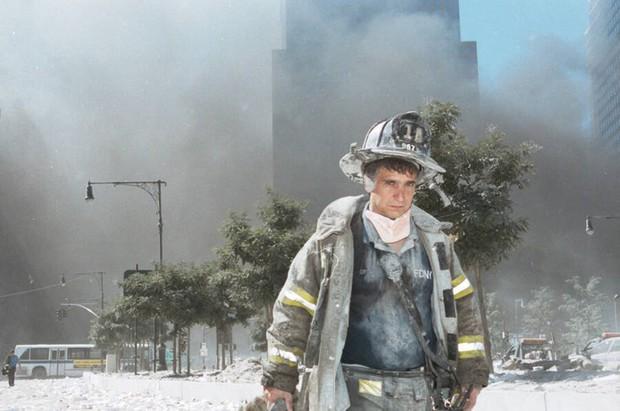 Nhìn lại những khoảnh khắc ám ảnh kinh hoàng trong vụ khủng bố 11/9 - Ảnh 6.