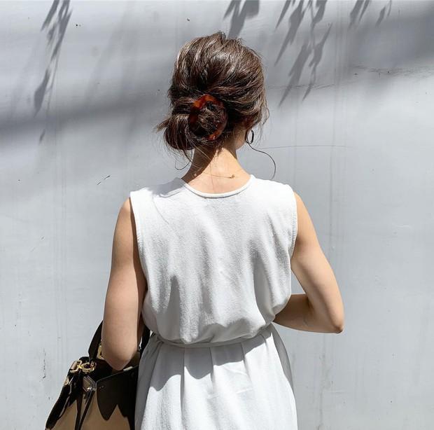 4 kiểu tóc nhanh gọn cứu vớt nhan sắc của chị em trong ngày mưa nắng thất thường - Ảnh 5.