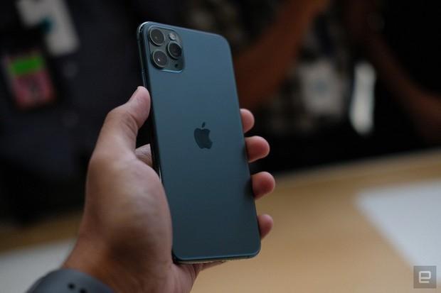 Cận cảnh iPhone 11 Pro và 11 Pro Max: Mặt lưng kính mờ, cụm camera lạ lẫm, không thực sự nhiều cải tiến - Ảnh 8.