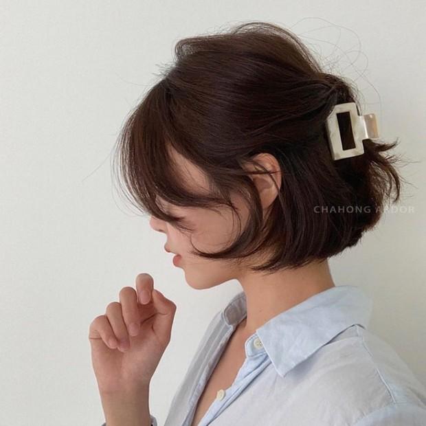 4 kiểu tóc nhanh gọn cứu vớt nhan sắc của chị em trong ngày mưa nắng thất thường - Ảnh 7.