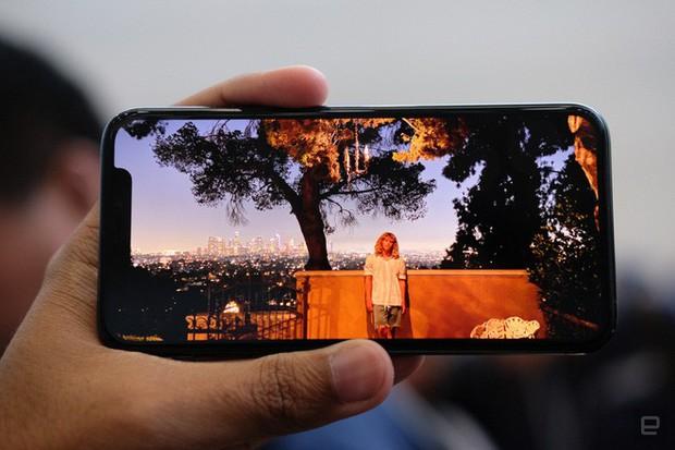 Cận cảnh iPhone 11 Pro và 11 Pro Max: Mặt lưng kính mờ, cụm camera lạ lẫm, không thực sự nhiều cải tiến - Ảnh 11.